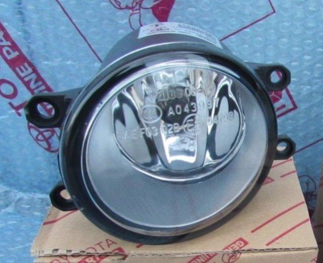 Противотуманная фара Toyota Auris/Avensis/Camry/Corolla/Rav4 2009- правая сторона